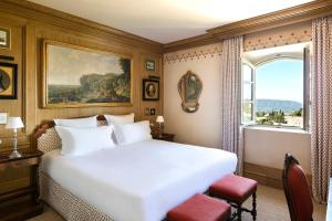 A bed or beds in a room at Airelles, La Bastide de Gordes