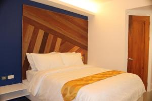 A bed or beds in a room at OYO 609 G Executive Hotel And Spa Boracay
