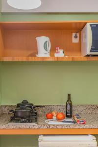 A kitchen or kitchenette at Hotel Mercure Fortaleza Meireles