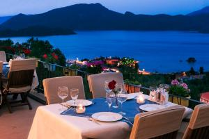 A restaurant or other place to eat at Swan Lake Hotel - Adult Only