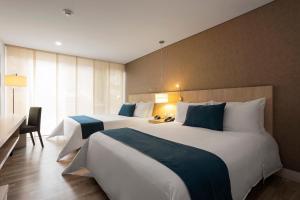 Giường trong phòng chung tại Hotel bh Bicentenario