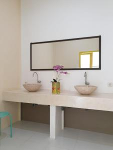 A bathroom at Nipah Villas