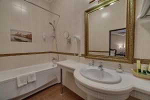 Ванная комната в Бристоль Спа Отель