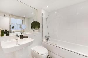 A bathroom at Stunning 3bed apartment in a Fantastic location