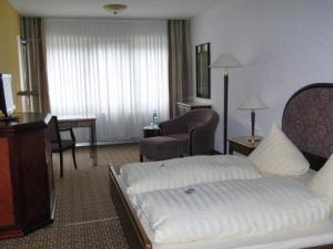 Een bed of bedden in een kamer bij Hotel Moselkern
