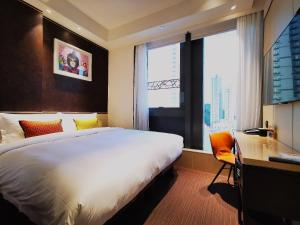 A bed or beds in a room at E Hotel Hong Kong