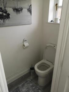 A bathroom at Cavell Cottage
