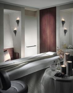 A bathroom at Four Seasons Hotel Ritz Lisbon