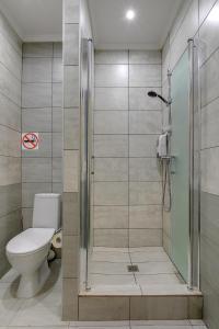 A bathroom at Eliton Brateevskaya Hotel
