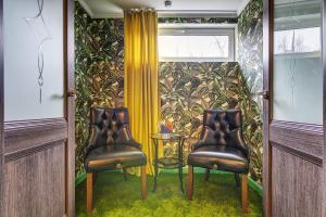 A seating area at Eliton Brateevskaya Hotel