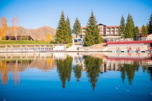 The swimming pool at or close to Park-Hotel Lake Aya