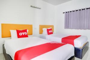 เตียงในห้องที่ OYO 787 Ngeeb Bed & Breakfast
