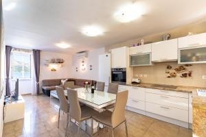 A kitchen or kitchenette at Castello Rezidence Korcula