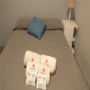 Una cama o camas en una habitación de La Barca Hotel