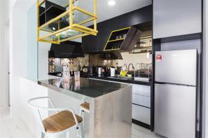 A kitchen or kitchenette at The Top Seaview @ 3 Bedroom Arte S @ 500MbpsWIFI @ 3房式豪华海景公寓