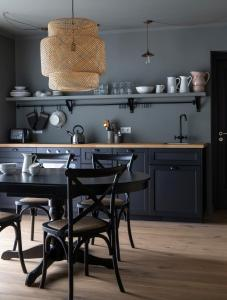 A kitchen or kitchenette at INNI - Boutique apartments