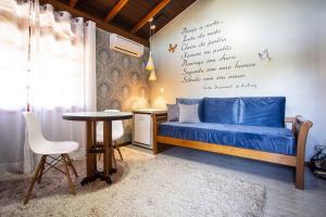 Uma área de estar em Hotel Bangalôs da Serra