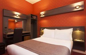 Un pat sau paturi într-o cameră la Home Latin