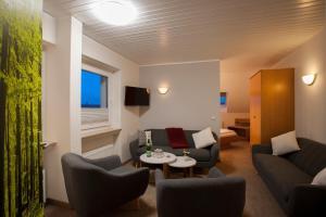 Ein Sitzbereich in der Unterkunft Hotel Haus Andrea
