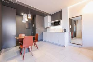 A kitchen or kitchenette at Hotel Plaza Mercado & Spa