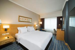 سرير أو أسرّة في غرفة في Radisson President Beyazit Istanbul