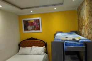 A bed or beds in a room at OYO Apart Fraga Maia