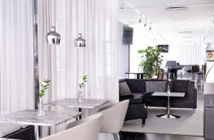A restaurant or other place to eat at Radisson Blu Plaza Hotel, Helsinki