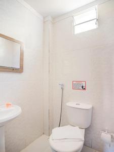 A bathroom at OYO Hotel Diamante Negro - Salvador