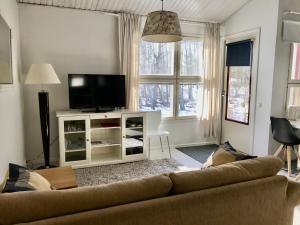 En sittgrupp på Vuokatin Unikko 1 Apartment