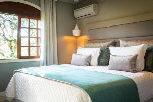 Cama ou camas em um quarto em Hotel Bangalôs da Serra