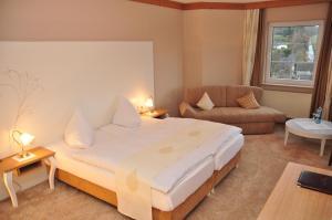 Ein Bett oder Betten in einem Zimmer der Unterkunft Hotel Sauerländer Hof