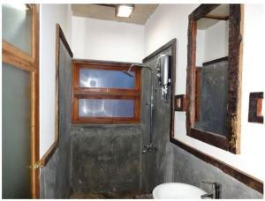 Ein Badezimmer in der Unterkunft Ella Okreech Cottages