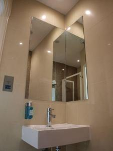 A bathroom at Simply Rooms & Suites