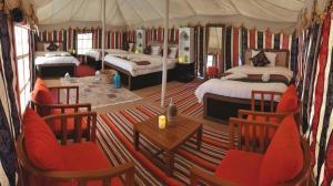 Ein Restaurant oder anderes Speiselokal in der Unterkunft Alsarmadi Desert Camp