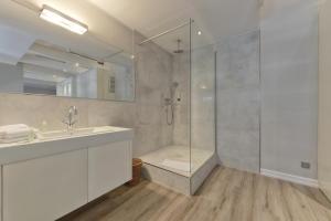 A bathroom at Apartmenthaus Hohe Straße
