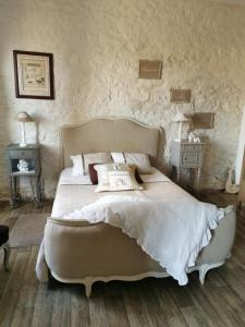 A bed or beds in a room at Le Cordon Blanc