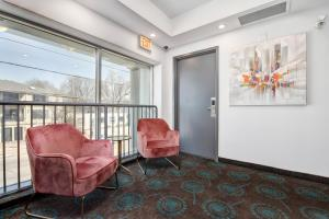 A seating area at The Willowdale Hotel Toronto North York