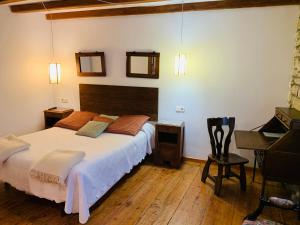 A bed or beds in a room at Argonz Etxea