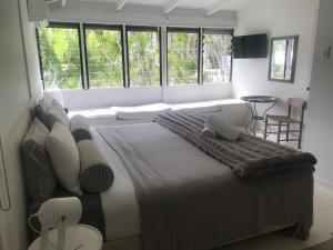 A bed or beds in a room at Byron Springs