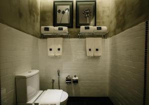 ローザ マラッカにあるバスルーム