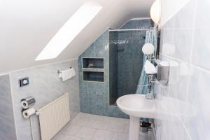 A bathroom at Hotel Barbakan