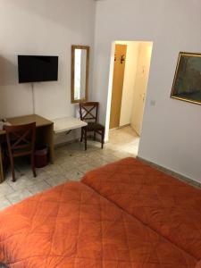 Télévision ou salle de divertissement dans l'établissement Albergo Stazione