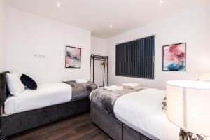 A bed or beds in a room at Prestige STAY Aparthotel - Castle Street