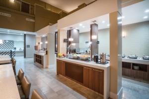 A kitchen or kitchenette at Embassy Suites Nashville - at Vanderbilt