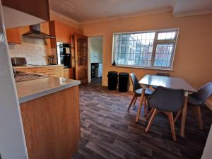 A kitchen or kitchenette at Your Night Inn @ i54
