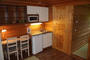Majoituspaikan Saija Lodge keittiö tai keittotila