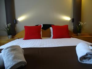 A bed or beds in a room at Value Stay Brussels South