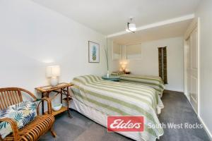 A bed or beds in a room at Geckos at South West Rocks