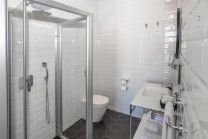 A bathroom at La Falconeria Hotel