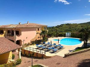 A view of the pool at Residence Corte Dei Venti or nearby